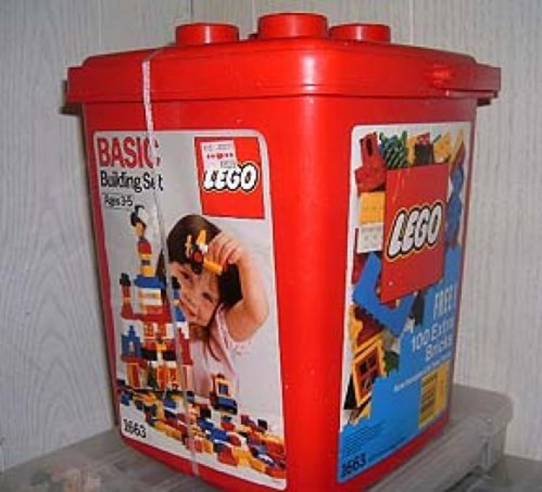 Basic Building Set in Bucket