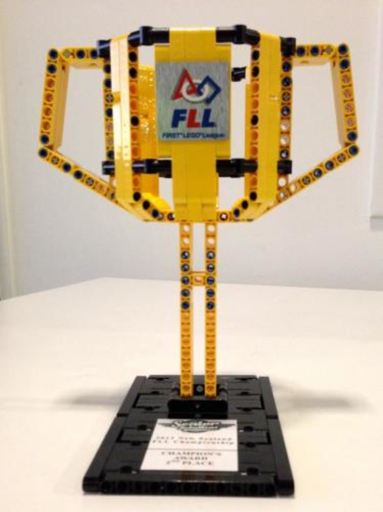 FLL Trophy Medium